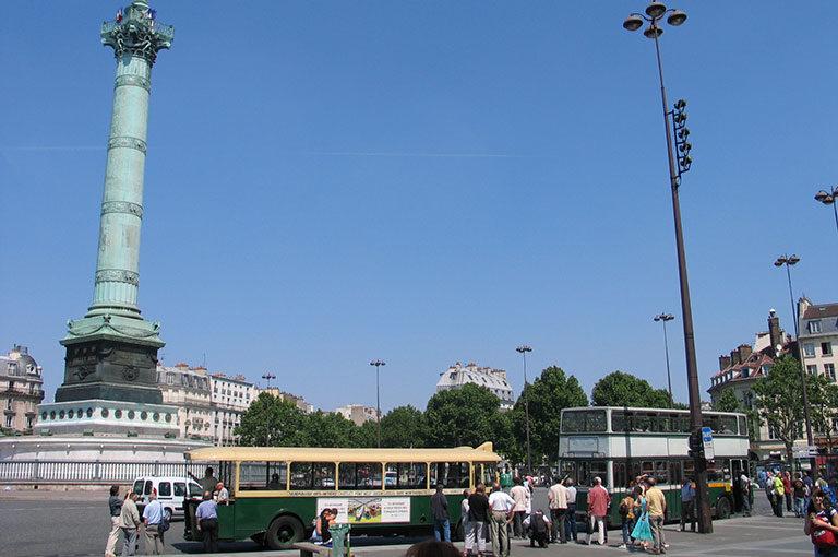 Balade associative, place de la Bastille, en TN et en PCMRE en 2006